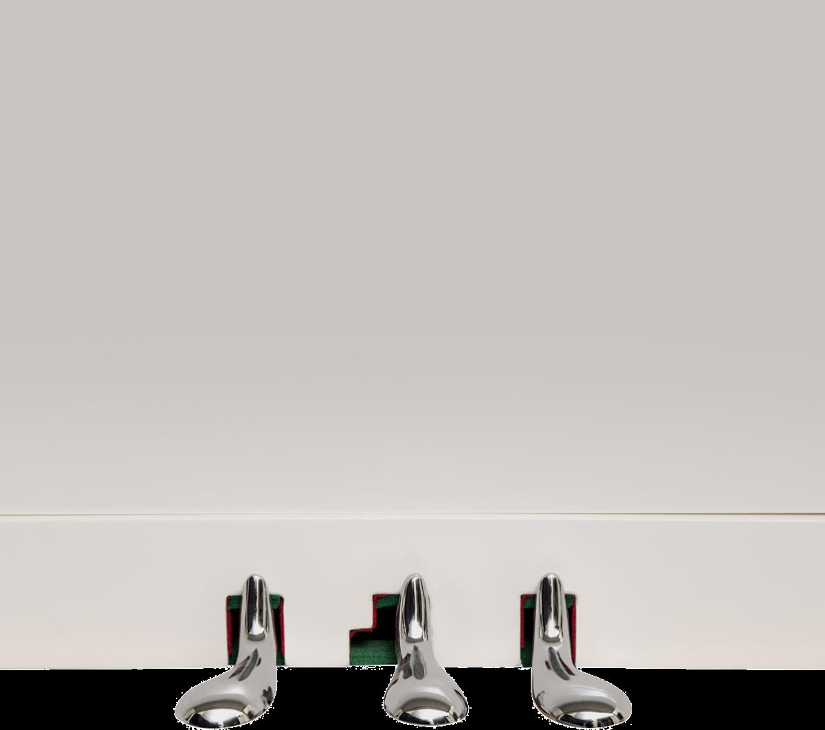 piano-vertical-konig-l122-nuevo-blanco-pedales