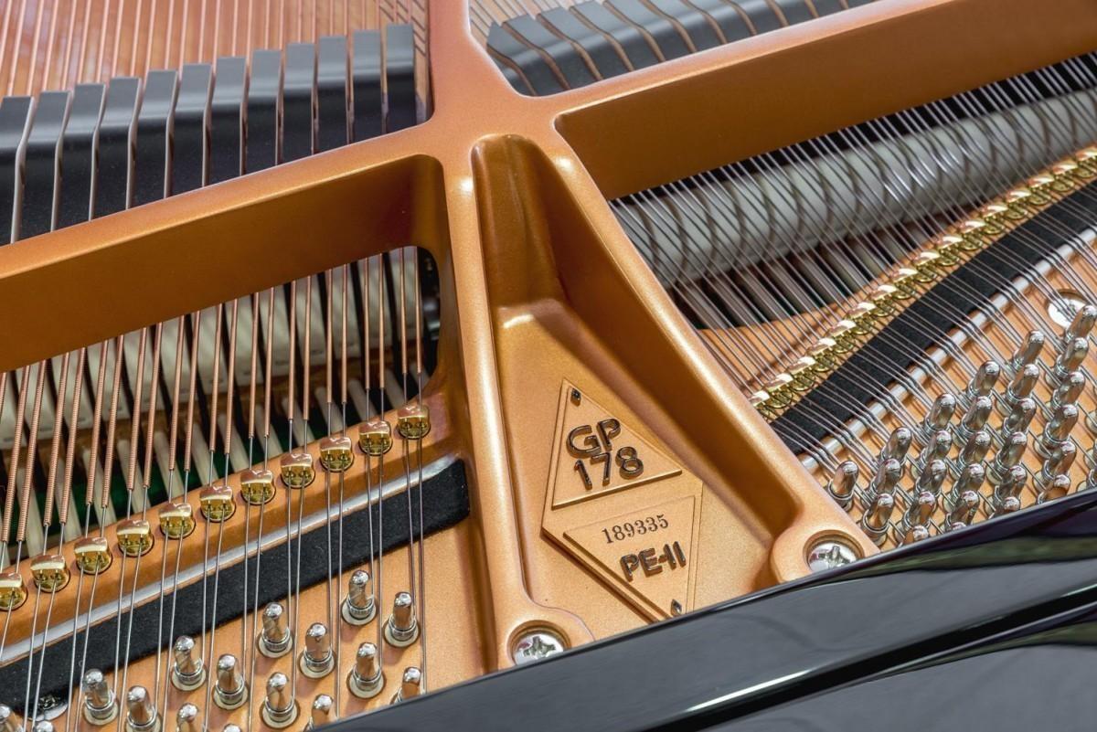 BOSTON GP-178 #189335 detalle piano número de serie modelo clavijas clavijero