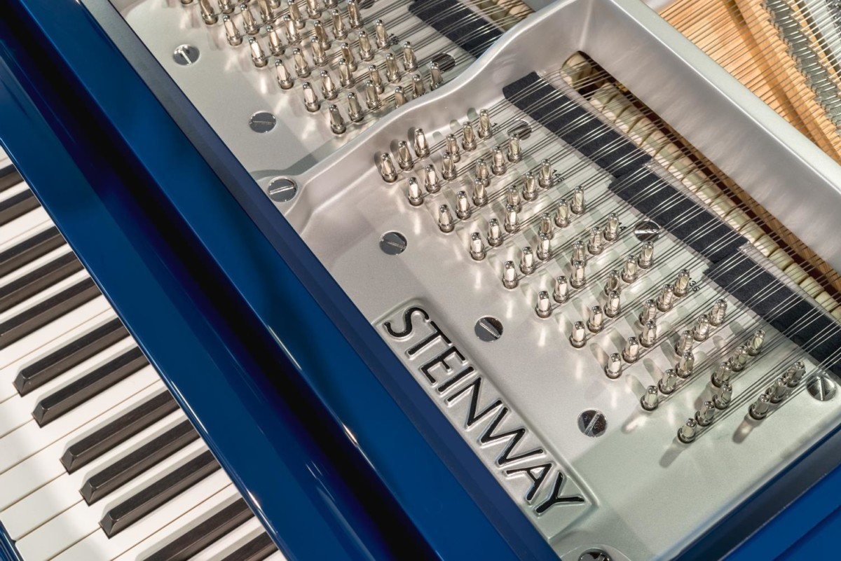 STEINWAY-B-211-ONE-ONLY-BLUE-SPIRIO-608277 detalle piano marca clavijas clavijero