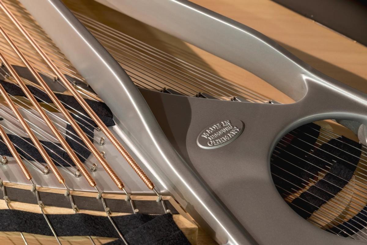 STEINWAY-B-211-ONE-ONLY-BLUE-SPIRIO-608277 detalle piano cuerdas arpa