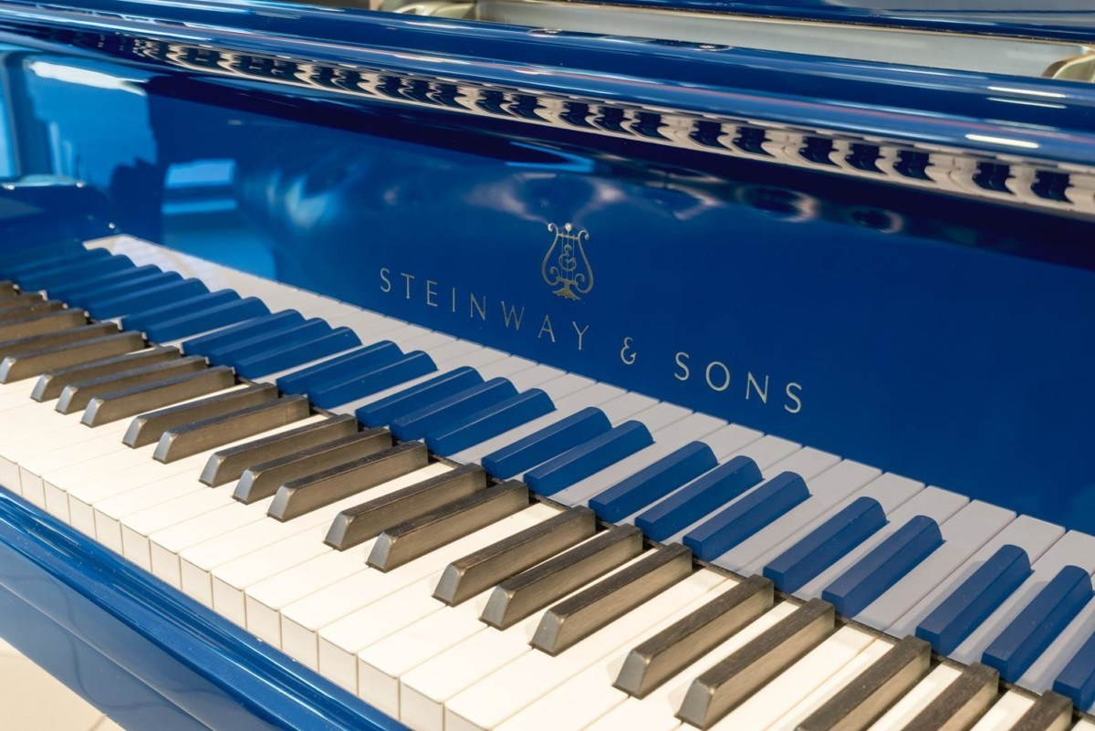 STEINWAY-B-211-ONE-ONLY-BLUE-SPIRIO-608277 detalle piano teclado teclas