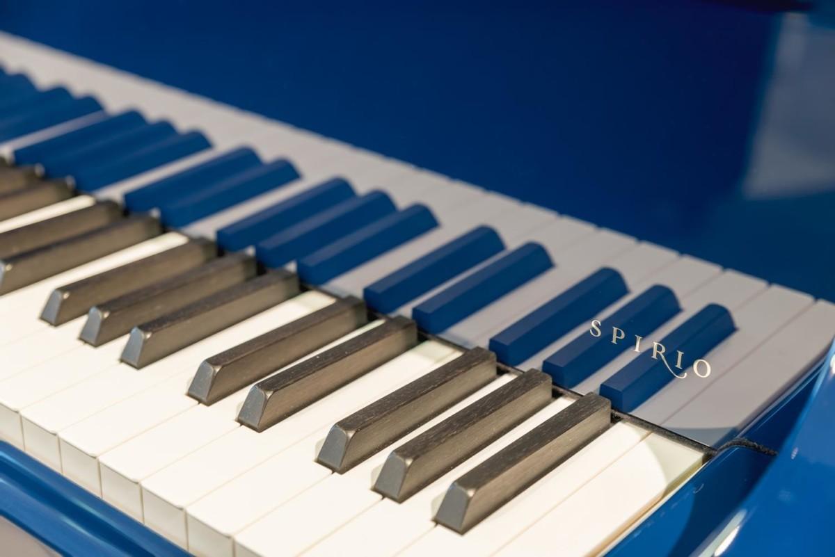 STEINWAY-B-211-ONE-ONLY-BLUE-SPIRIO-608277 teclas teclado piano detalle