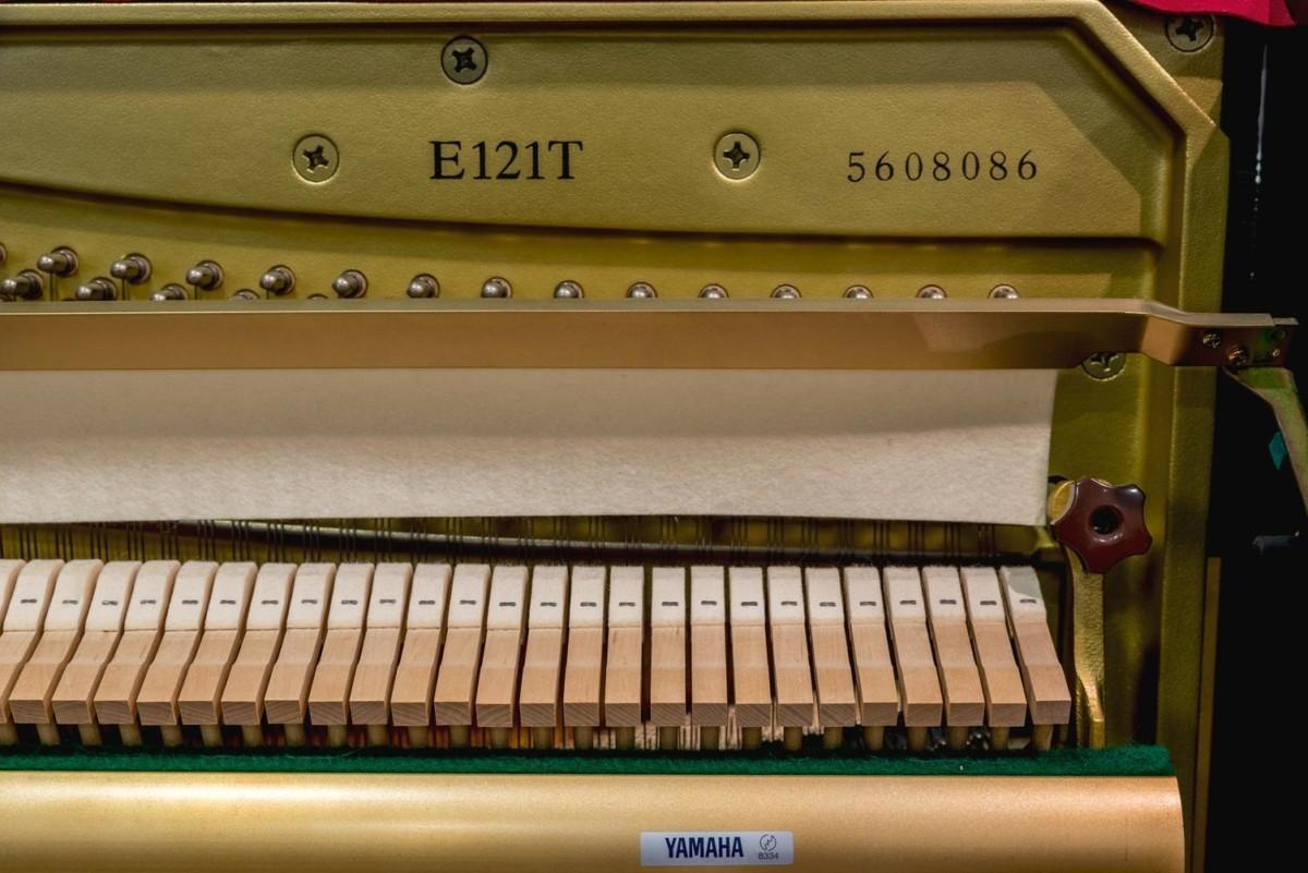 YAMAHA-E121-5608086 número de serie piano modelo martillos mecánica