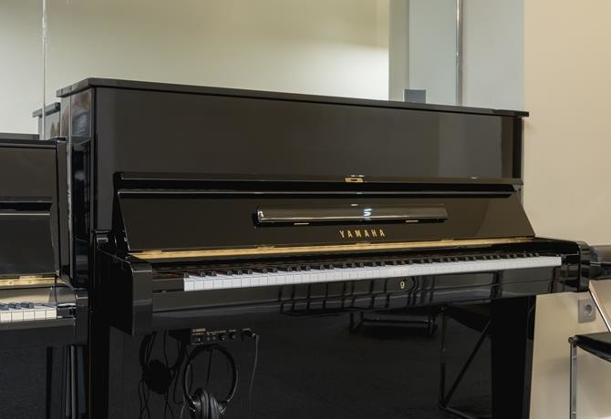 Yamaha U1 Silent #1790167 vista general