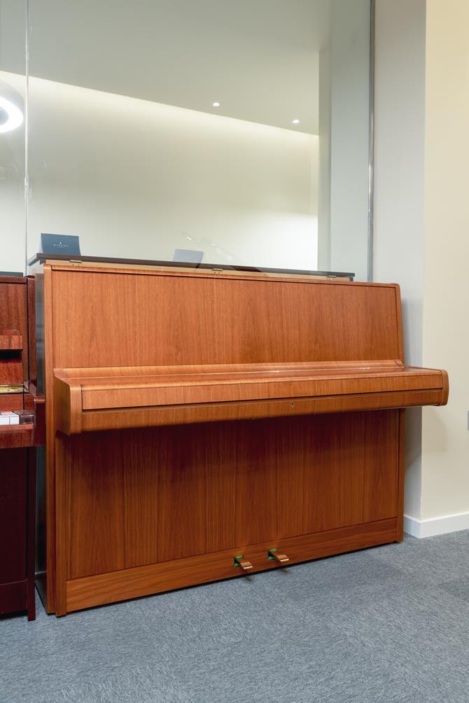 W.HOFFMANN-110-121558 vista general piano tapa cerrada