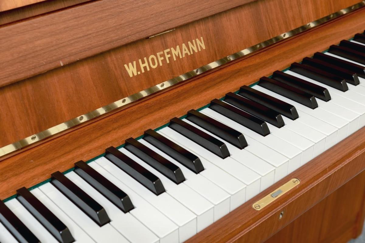W.HOFFMANN-110-121558 detalle piano teclado teclas marca