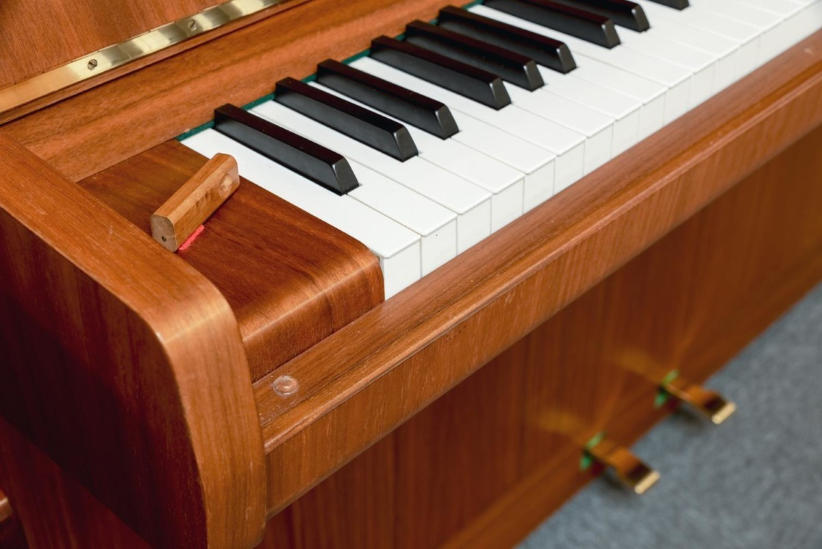 W.HOFFMANN-110-121558 detalle piano teclas teclado