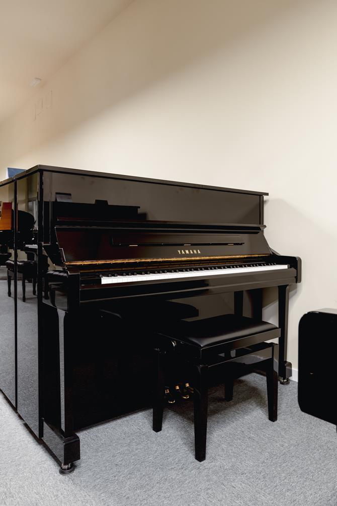 YAMAHA-YU11-6216931 vista general piano banqueta