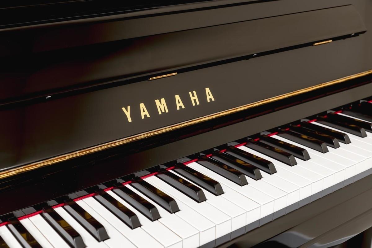 YAMAHA-YU11-6216931 detalle piano marca teclas teclado