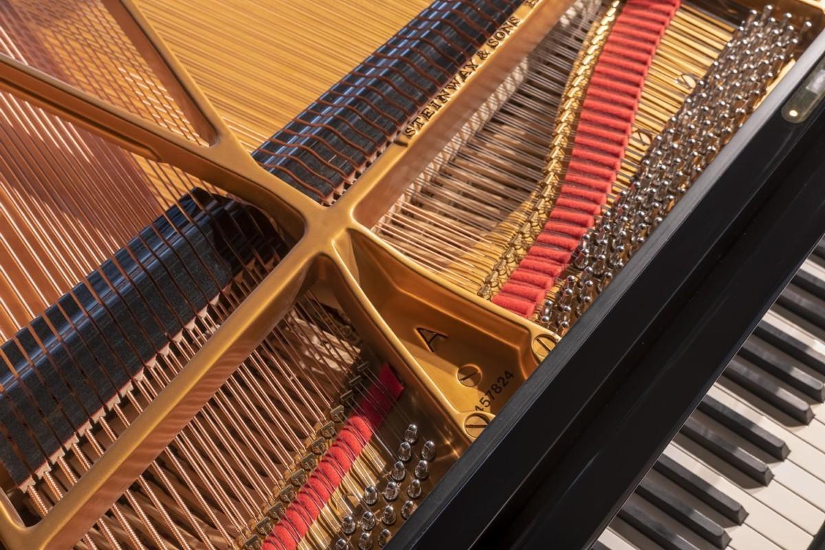 STEINWAY-A-188-157824 vista detalle mecánica cuerdas clavijas clavijero