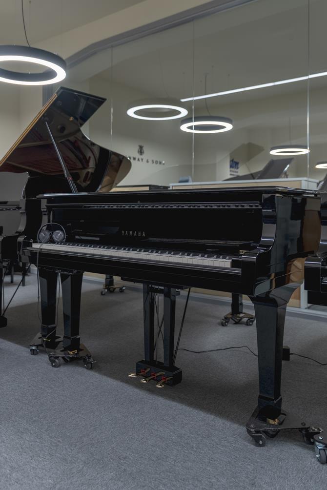 YAMAHA-C5-5942443 vista general piano tapa cerrada