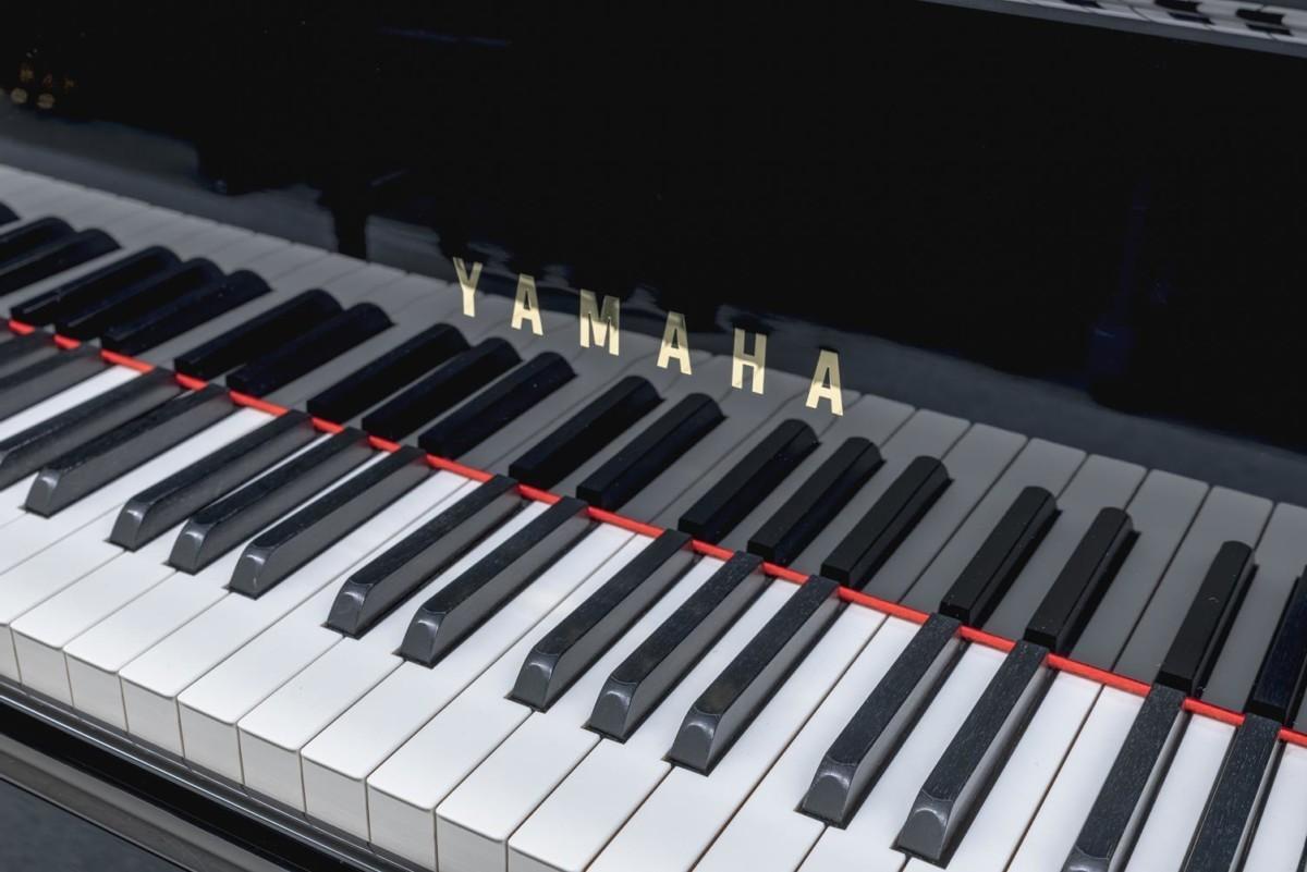 YAMAHA-C5-5942443 vista detalle piano teclas teclado