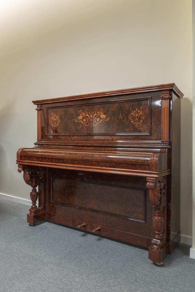 JJ-HOPKINSON-H136-550307782 vista general piano tapa cerrada