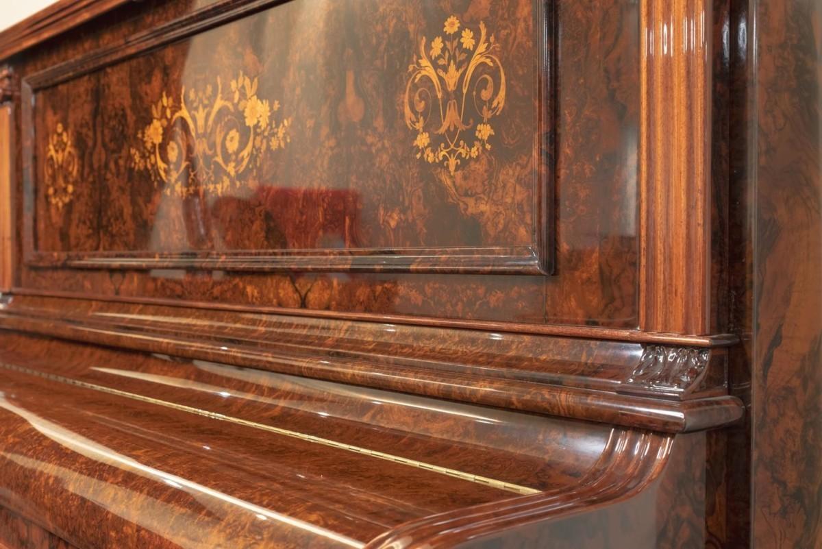 JJ-HOPKINSON-H136-550307782 vista detalle piano tapa cerrada mueble acabado
