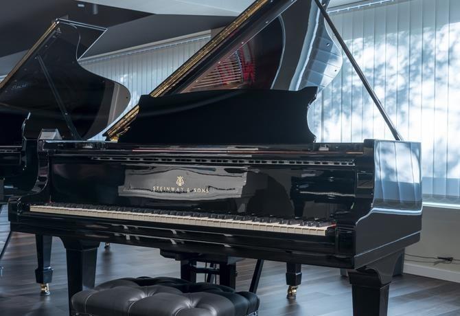 STEINWAY-B-211-427996 vista general piano banqueta tapa abierta