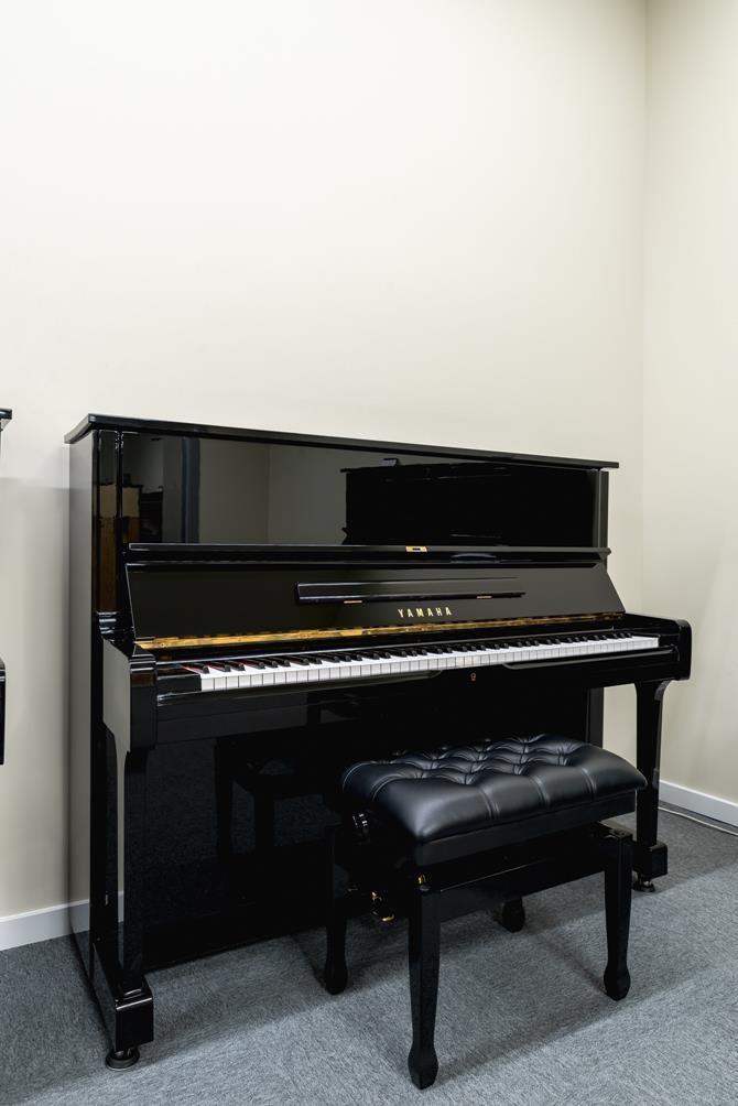 YAMAHA-U1-2153394 vista general piano banqueta