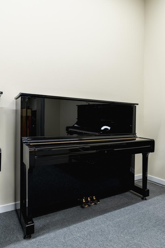 YAMAHA-U1-2153394 vista general piano tapa cerrada