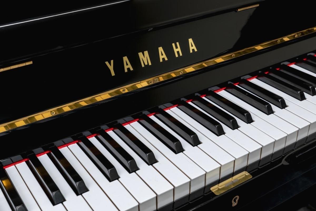 YAMAHA-U1-2153394 vista detalle piano teclas teclado