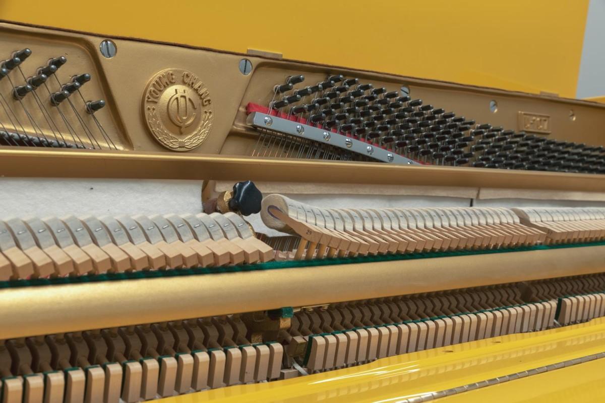 Young Chang U107 #18137 mecanismo, clavijero, martillos, cuerdas
