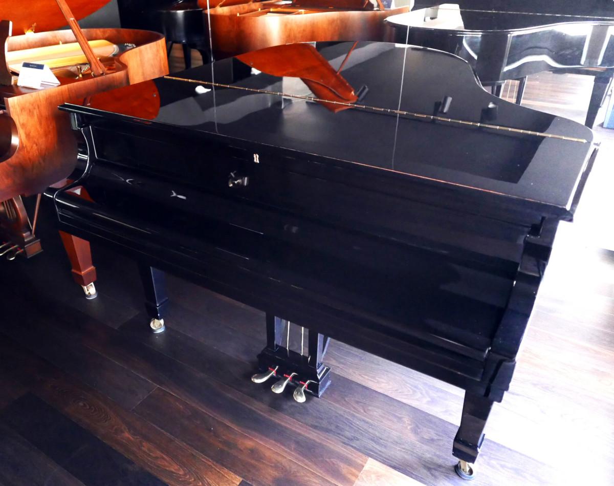 Steinway-Sons-O180-466396-restaurado-2020L1890185.jpg Vista general piano cerrado