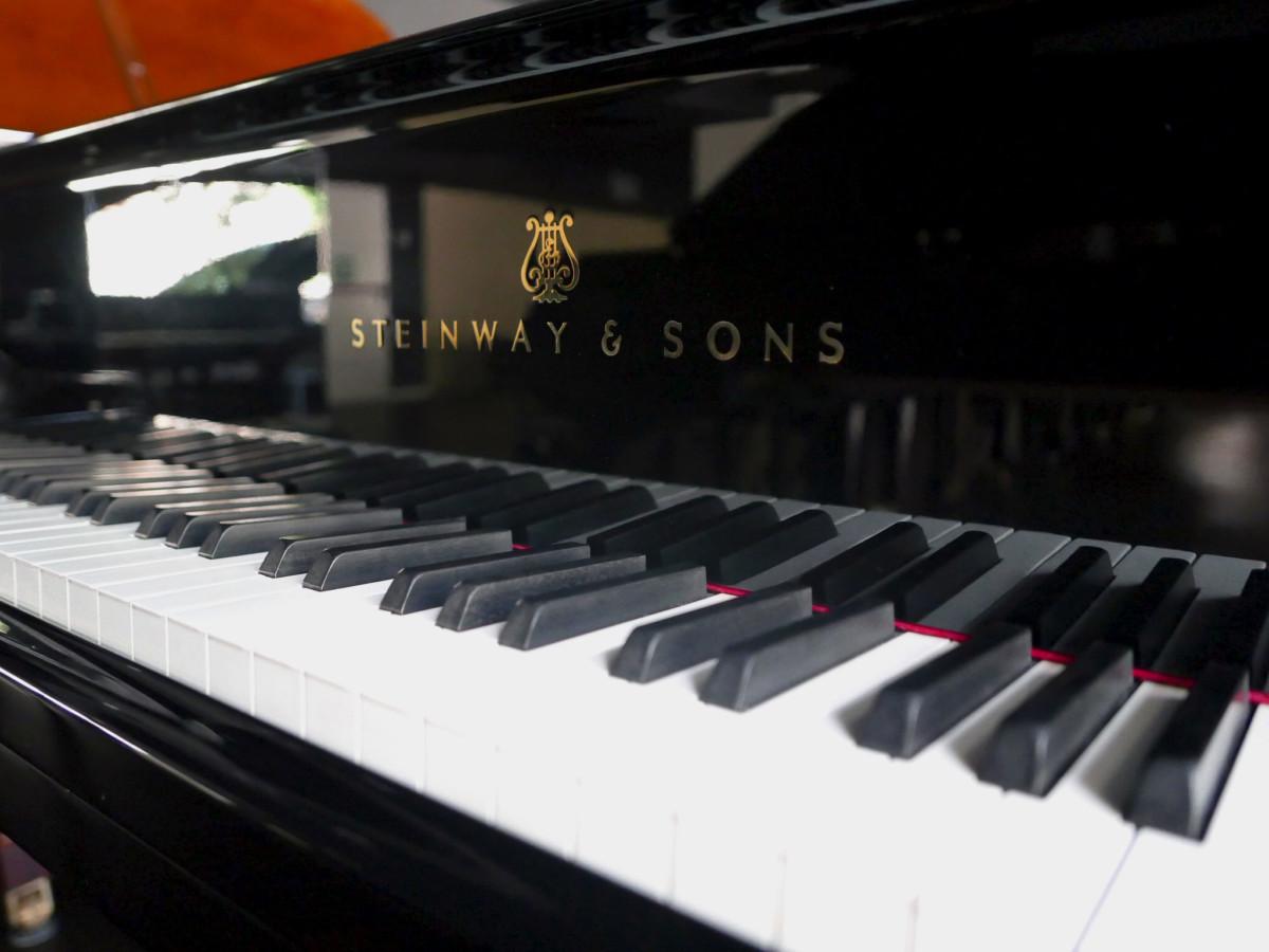 Steinway-Sons-O180-466396-restaurado-2020L1890185.jpg Vista teclas teclado marca