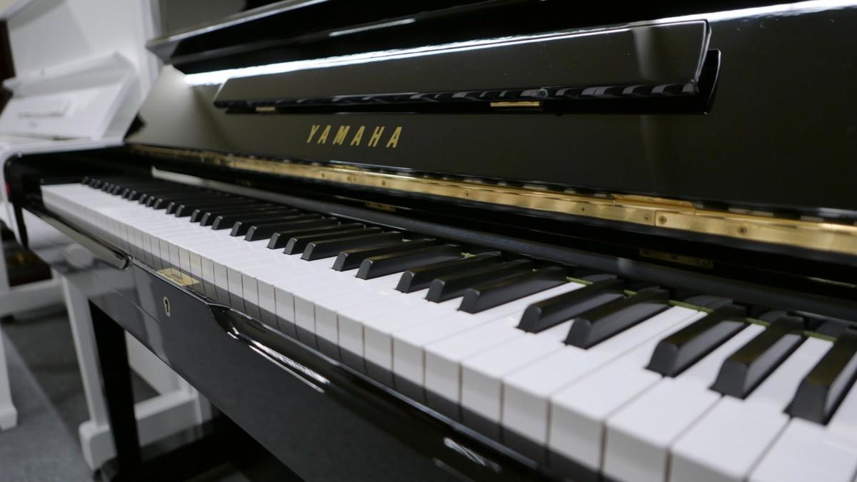 YAMAHA U1 2366299 teclado