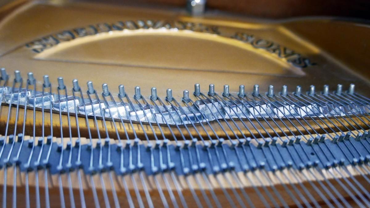 piano de cola Steinway & Sons O180 #466396 escala duplex cuerdas