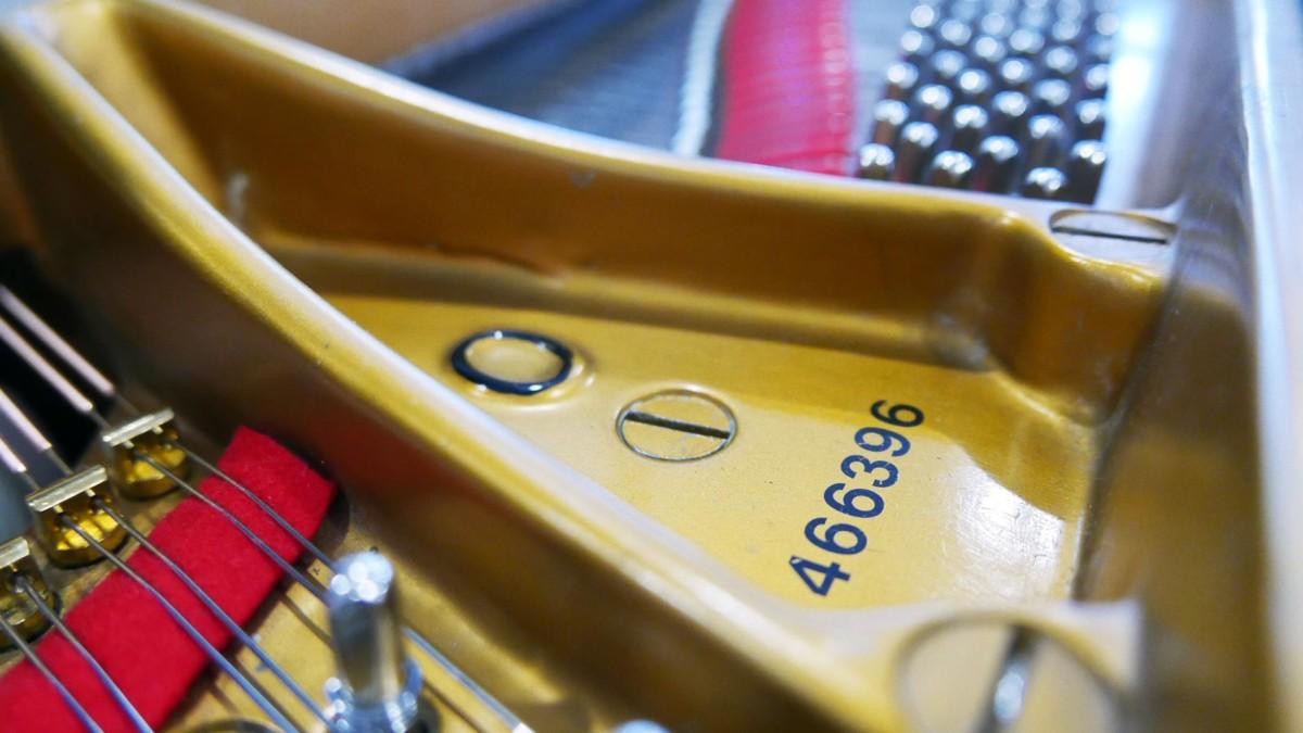 piano de cola Steinway & Sons O180 #466396 numero de serie modelo