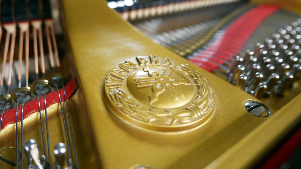 piano de cola Yamaha G2 #1568488 sello arpa