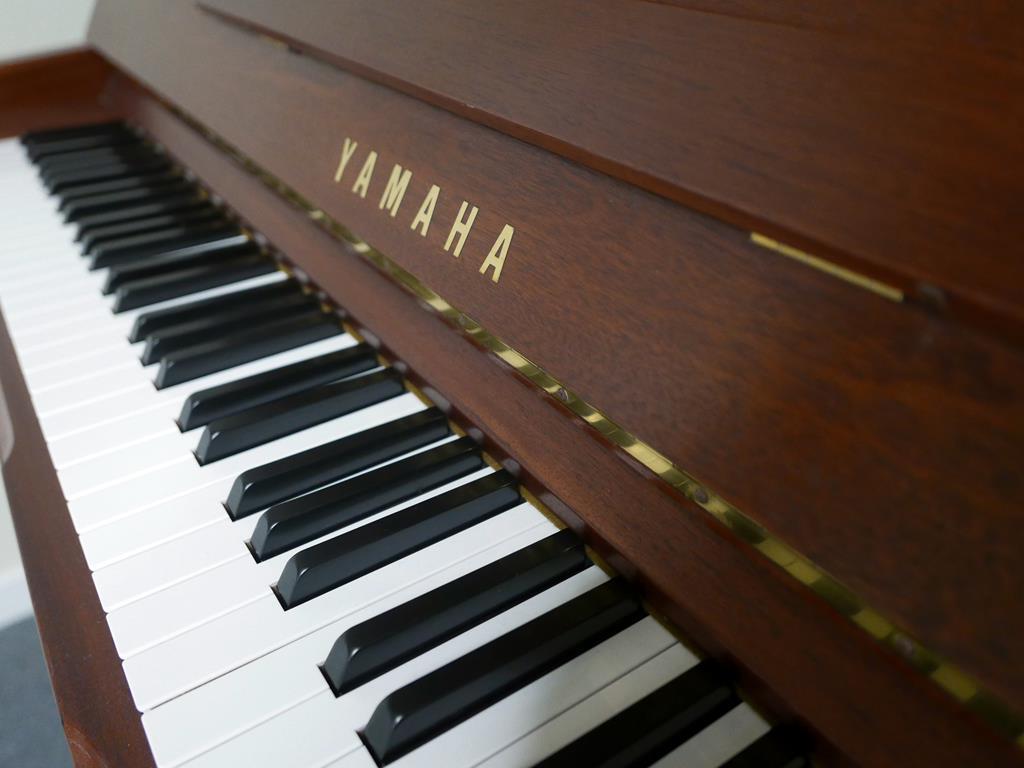 Yamaha U100Sa #5522321 teclado, atril