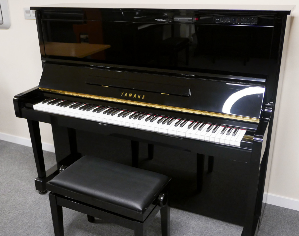 Yamaha-MX100A-#4647302-plano-general-tapa-teclado-abierta-banqueta