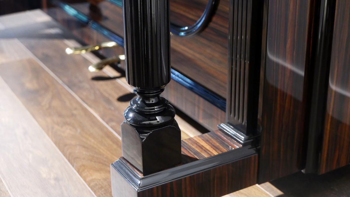 Steinway-&-Sons-K132-#91164-detalle-pata-inferior