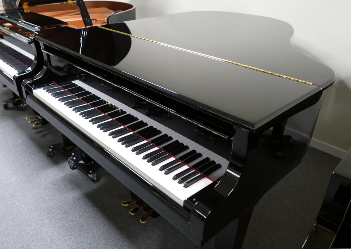 Yamaha CX2 #6473625 plano general piano cerrado tapa abierta teclado