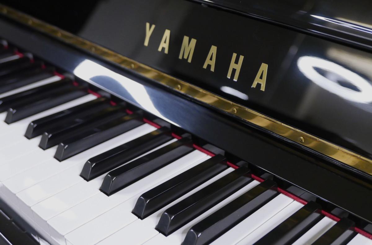 Yamaha U300SX Silent Y #5338514 detalle teclas teclado marca