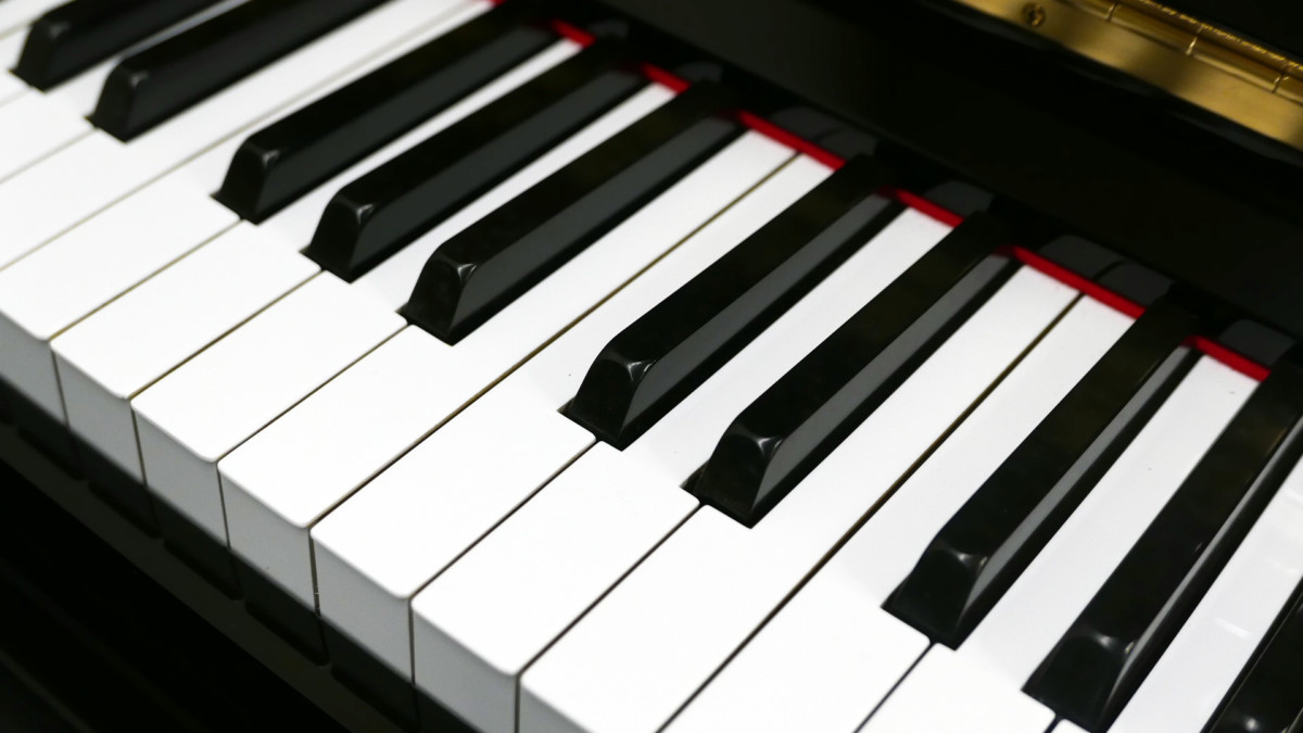 Yamaha U30BL #4502560 detalle teclado teclas