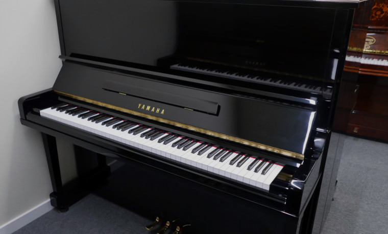 Yamaha U30BL #4502560 vista general piano abierto