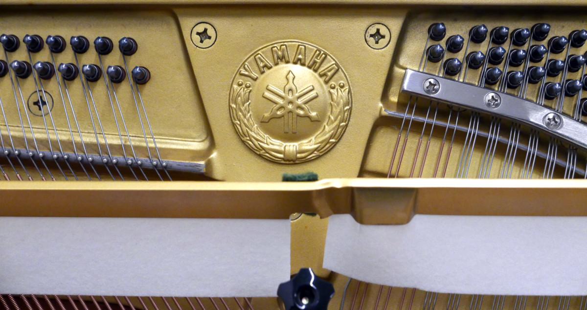 Yamaha U30BL #45025660 sello yamaha mecanica arpa cuerdas sordina