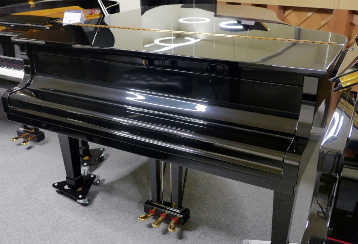 piano de cola Yamaha G2 #4310052 vista general tapa cerrada