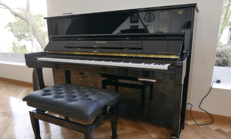 piano vertical Essex EUP123E silent #160221 vista general tapa abierta banqueta