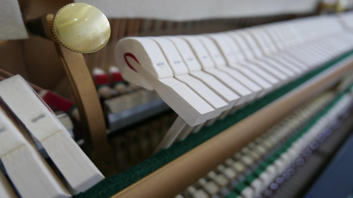 piano vertical Essex EUP123E silent #160221 macillos
