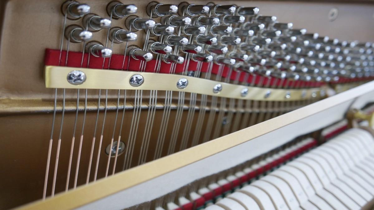 piano vertical Essex EUP123E silent #160221 clavijero barra cuerdas