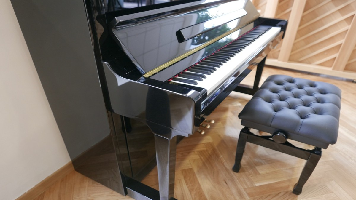 piano vertical Essex EUP123E silent #160221 vista lateral pata teclado