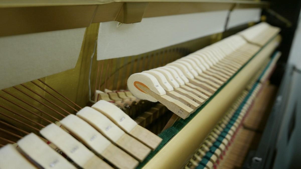 Piano-vertical-Yamaha-U100-5352275-detalle-vista-general-mecanismo-macillos-fieltro-segunda-mano