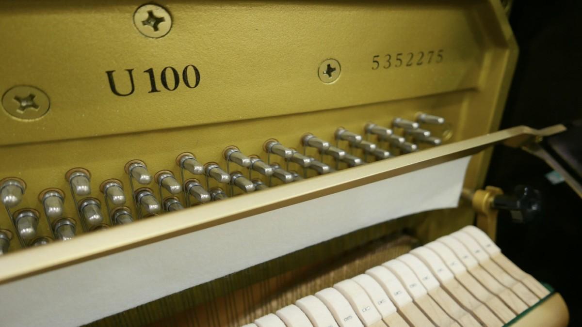 Piano-vertical-Yamaha-U100-5352275-detalle-vista-general-mecanismo-modelo-numero-de-serie-segunda-mano