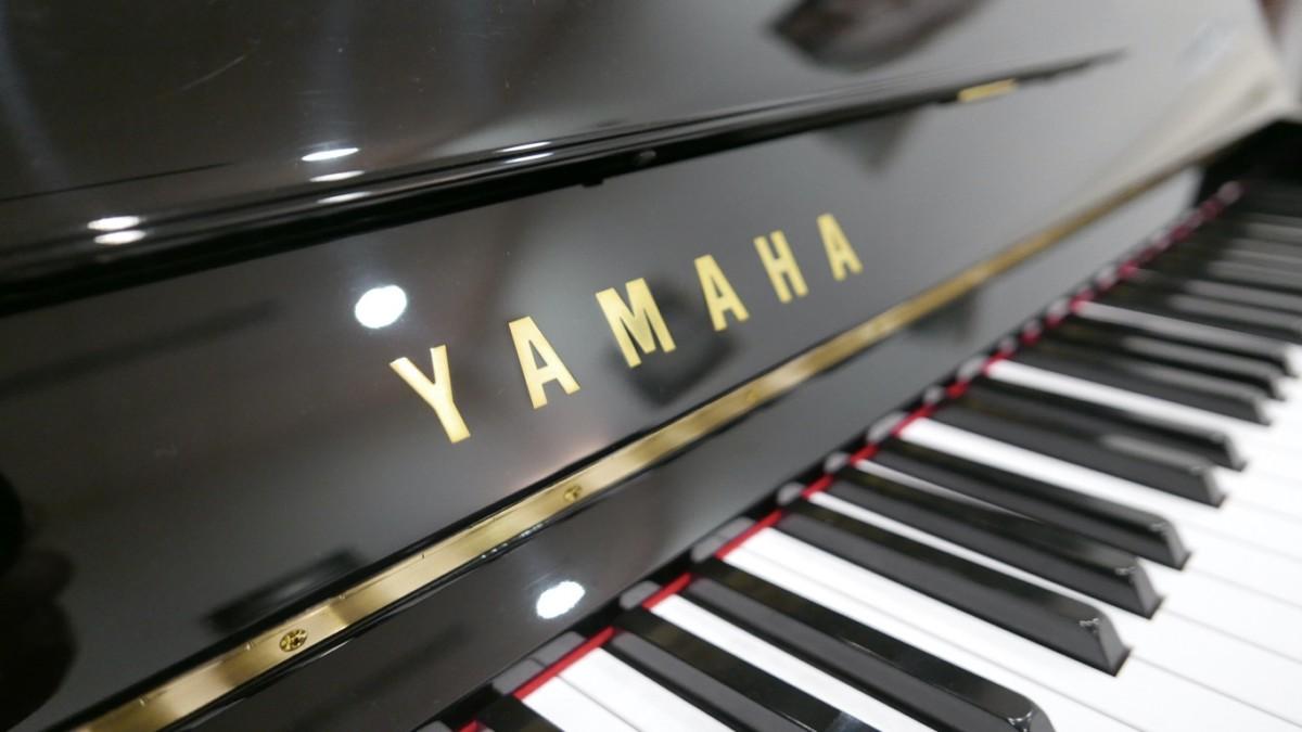 Piano-vertical-Yamaha-U100-5352275-detalle-teclado-atril-teclas-yamaha-segunda-mano