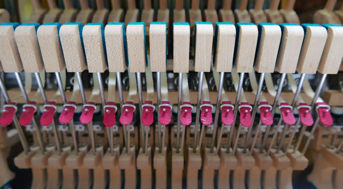 Yamaha U3 blanco pulido #3993690 detalle bridas basculas interior