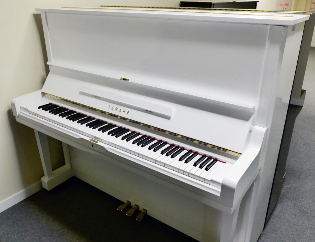 Yamaha U3 blanco pulido #3993690 vista general tapa abierta