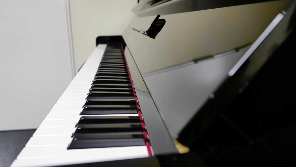 Yamaha U300SX Silent #5421102 teclado teclas vista lateral