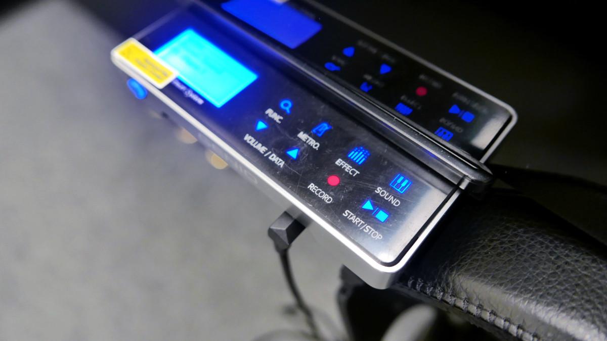 piano vertical Kawai H20 Silent #2185669 detalle consola sistema silent