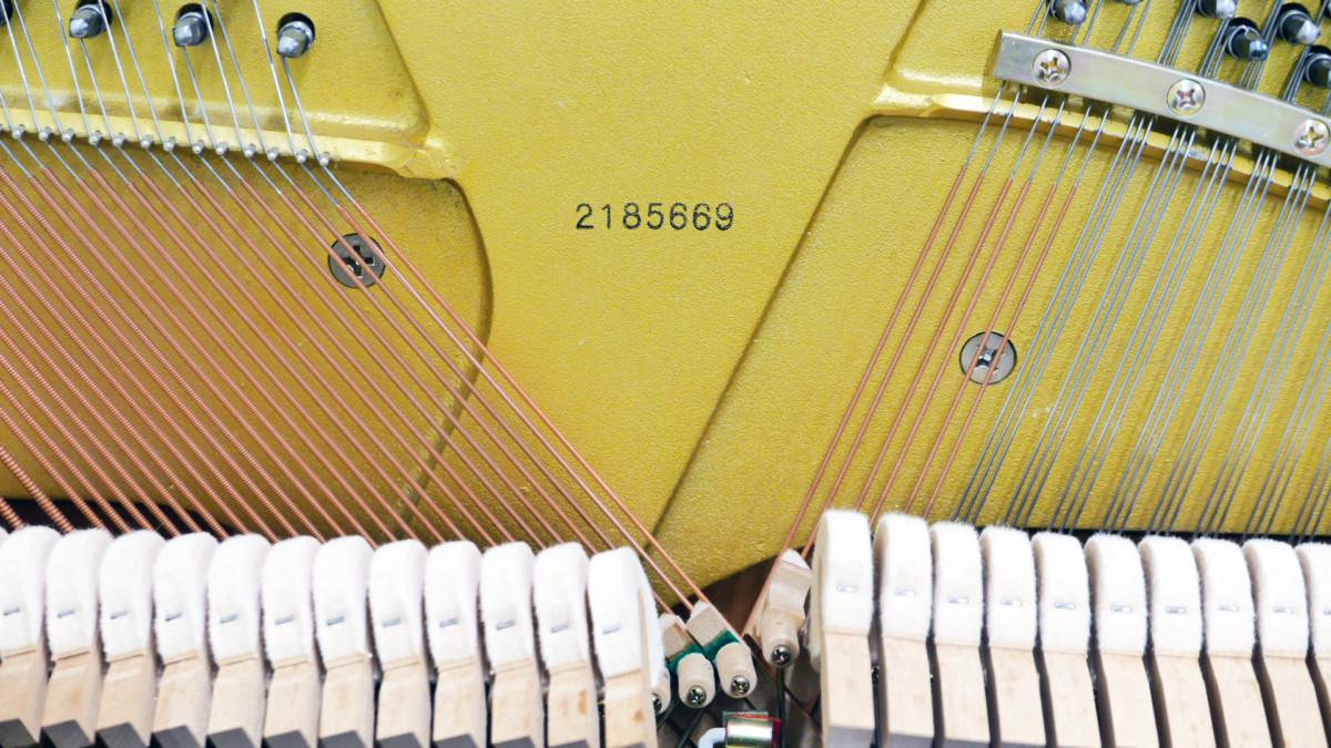 piano vertical Kawai H20 Silent #2185669 numero de serie martillos cuerdas
